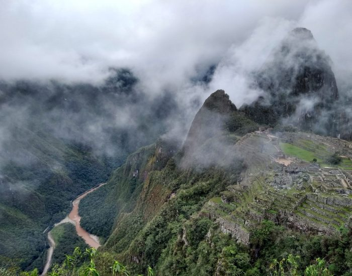 El cierre de Machu Picchu fue un golpe para el sector turístico, pero ambientalmente fue un respiro para una de las montañas más visitadas del mundo. Además de ser un patrimonio histórico y cultural, Machu Picchu es un santuario natural y místico por excelencia. Allí se conjugan diversos pisos térmicos, y es la línea limítrofe entre los Andes y la selva, que da vida a los bosques de niebla andino-amazónicos.